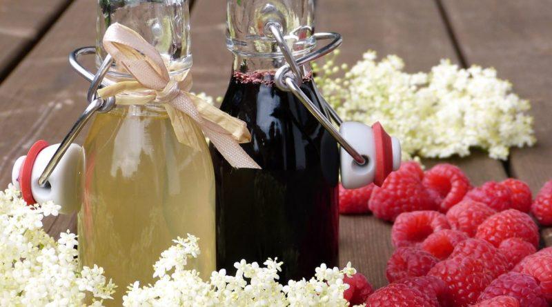 Wino z czarnego bzu z owoców i kwiatów