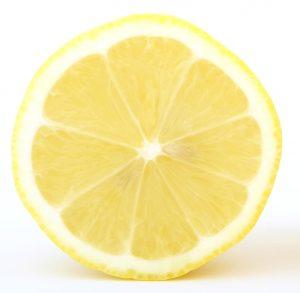 cytryna na popękane pięty