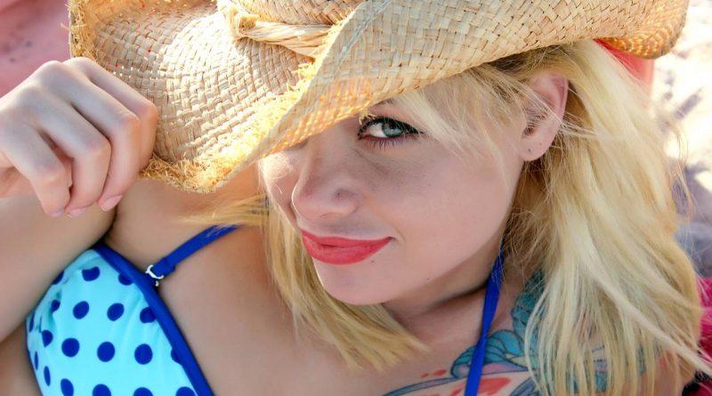 Jak uniknąć oparzeń słonecznych na wakacjach